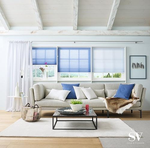 Sonnenschutz Jalousie blau und weiß - Raumausstattung Wallner